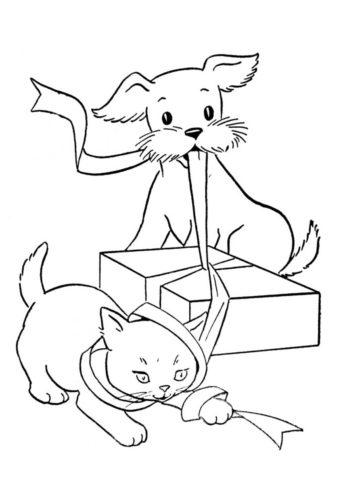 Бобик и усатый друг распаковывают подарок (Собаки и щенки) распечатать раскраску