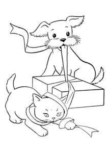 Котенок и щенок открывают подарок (Коты, кошки, котята) раскраска для печати и загрузки