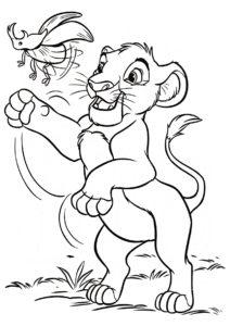 Бесплатная раскраска Симба охотится на жука-носорога распечатать на А4 и скачать - Король Лев