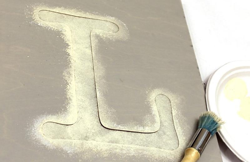 Использование трафарета буквы L в декоре